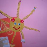 Фотоотчёт к выставке поделок «Ласковое солнышко!» (работа родителей совместно с детьми) в первой младшей группе