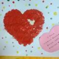 Фотоотчет Поделка «Валентинка» из цветной бумаги и «Валентинка» Рисование манной крупой в младшей группе