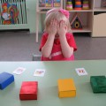 Дидактическая игра «Разноцветные коробочки»