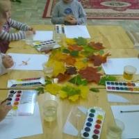 Конспект занятия по нетрадиционной технике рисования в средней группе «Осень, осень, листопад»