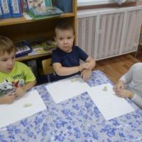 Конспект по лепке «Зайчики в лесу» для детей средней группы