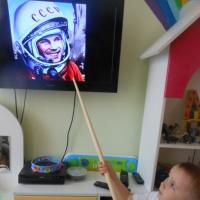 Фотоотчет о занятии по пластилинографии «Ракета в космосе» на День авиации и космонавтики