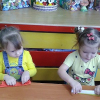 Фотоотчет «Ай да Масленица Дуняша! Кукла Масленица из цветной бумаги»