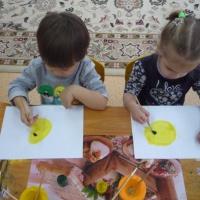 Конспект НОД по рисованию для детей 2–3 лет «Колобок покатился по лесной дорожке»
