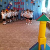 Спортивное развлечение для детей средней группы «Путешествие в космос»