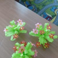 Мастер-класс «Цветы для мамы». Изготовление подарка к празднику 8 марта с детьми средней группы