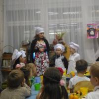 Фотоотчет о совместном с родителями мастер-классе по приготовлению вафель «Маленькие кондитеры»