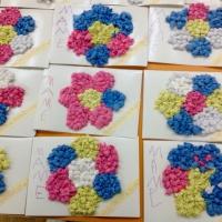 Фотоотчет «Подарок маме детскими руками. Аппликация из комочков бумаги»