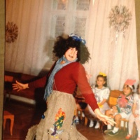Сюрпризный момент с Бабой-ягой и ее избушкой на новогодний праздник