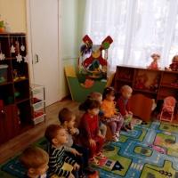Сценарий кукольного спектакля для детей 2–3 лет «Курочка Ряба»