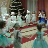 Фотоотчёт о Новогоднем утреннике во второй младшей группе.