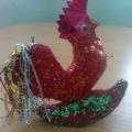Творческая работа «Новогодние игрушки», сделанная из папье-маше
