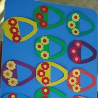 Аппликация «Корзинка с цветами для мамы» с детьми 2–3 лет