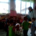Разыгрывание игровой ситуации «Причеши куклу Машу» в рамках проекта по формированию КГН и навыков самообслуживания