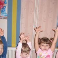 Оздоровительное развлечение для детей первой младшей группы «Поход за здоровьем»
