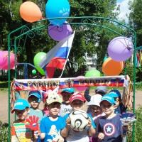 Фотоотчет общего праздника «Мы верим в Россию, мы любим футбол!»