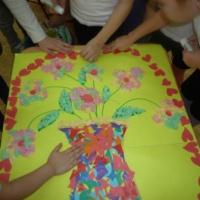 Детский мастер-класс «Цветы в подарок маме». Коллективное художественное творчество детей старшего дошкольного возраста