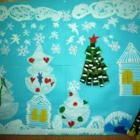 Фотоотчёт коллективного творчества старших дошкольников по созданию новогодней открытки «Зимняя сказка» (аппликация)