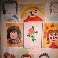 Фотоотчёт продуктивной деятельности по рисованию старших дошкольников «Я портрет рисую мамы»