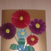 Коллективная работа по аппликации «Цветы для мамы»