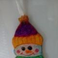Елочная игрушка из манной крупы и блесток «Снеговичок»