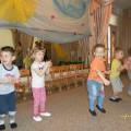 Сценарий весеннего праздника для детей младшей группы «Весенние забавушки»