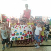 Коллективная работа «Подарок любимому городу» во второй младшей группе