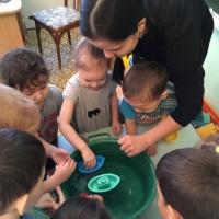 Занятие «Плывет, плывет кораблик» для детей ранней группы