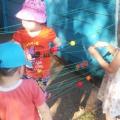 Дидактическая игра «Верёвочки» на развитие мелкой моторики рук с детьми первой и второй младшей группы
