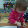 Рисование способом «принт» (печать) в младшей группе «Красивые листочки»