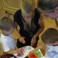 Мастер-класс для родителей первой младшей группы по рисованию пальчиковыми красками «Волшебные ладошки»