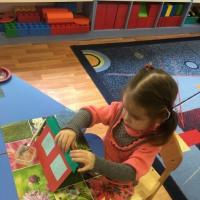 Конспект занятия по аппликации «Домик для матрешки» по программе «Детский сад— Дом Радости»