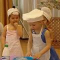 Сценарий весеннего праздника для средней группы «Маме испечем пирог».