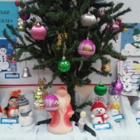 Фотоотчет выставки совместного творчества детей и родителей «Веселые снеговики»