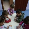 Аппликация «Елочка красавица из детских ладошек»