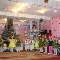 Фотоотчет о новогоднем утреннике во второй младшей группе «Новый год в Простоквашино»