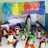 Фотоотчёт о продуктивной деятельности «Как мы пингвинов мастерили» с детским мастер-классом в разновозрастной группе