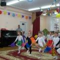 Сценарий музыкально-спортивного праздника в старшей группе «Здоровая семья— здоровые дети»