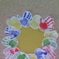 Коллективная работа «Подсолнух из ладошек» для детей младшего дошкольного возраста