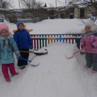 Фотоотчет «Наши дети на знают скуки, лопаты в руки!»