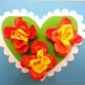 «Цветочное сердечко для любимой мамочки». Мастер-класс по изготовлению поделки из бумаги