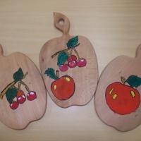 Детский мастер-класс по росписи кухонной доски «Подарок для мамы»