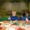 Рисование ёлочки в первой группе раннего возраста-фотоотчёт