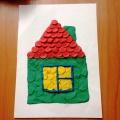 Пластилиновый налеп «Веселые домики». Работы детей средней группы (4–5 лет) в рамках изучения темы «Семья»