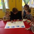 Фотоотчет о коллективной работе «Весна» в нетрадиционной технике рисования пальчиками и ладошками
