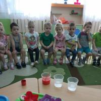 Фотоотчет «Игра-эксперимент в рамках организации опытно-экспериментальной деятельности с детьми ясельной группы»