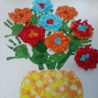 Коллективное творчество детей первой младшей группы «Букетик для мамы»