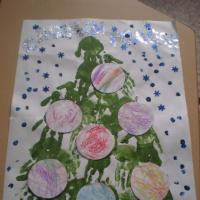 Фотоотчёт о коллективном творчестве младших дошкольников «Новогодняя открытка»