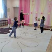 Комплекс утренней гимнастики для детей средней группы с мячом