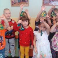 Конспект совместной художественно-творческой деятельности воспитателя с детьми средней группы «Елочка»